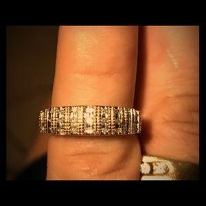 10kt Stunning diamond ring. Like new.